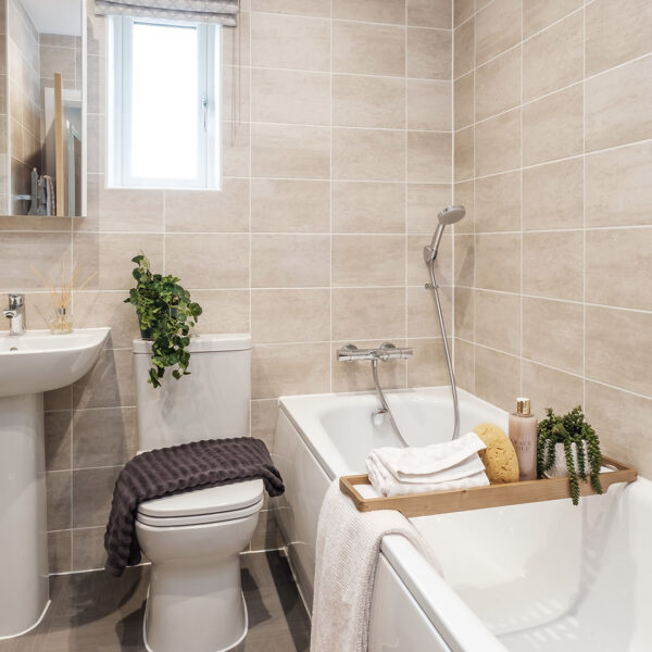 Barlow non open plan (Keyne) Trentham Manor Family Bathroom
