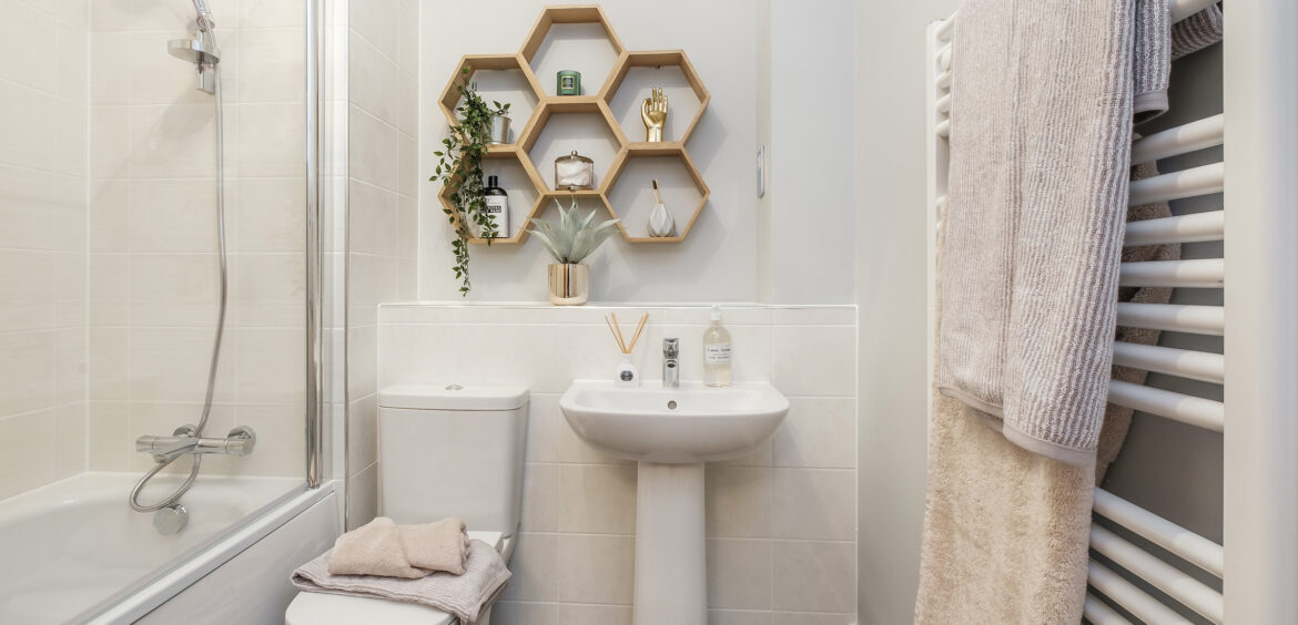 Topaz (Laurus) edison Family Bathroom