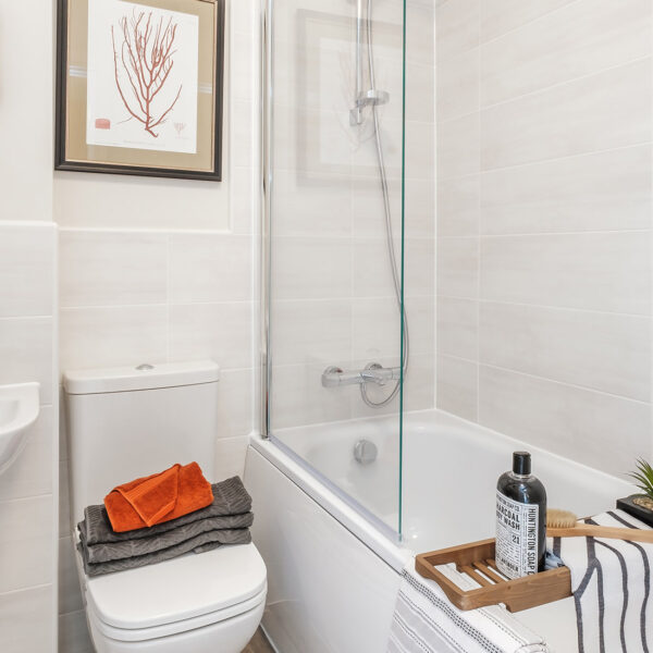 Quartz (Houghton) Bathroom